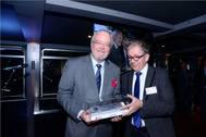 Marc Van Peel hands over the Award to Paul Verbeeck from ECLUSE Photo Antwerp Port Authority