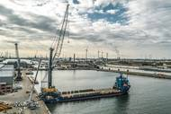 A Liebherr LHM 800 mobile harbour crane will take new dry bulk terminal in the Port of Antwerp to the next level (Photo: Liebherr)