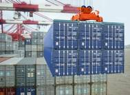 Loading six containers at a time could save the container shipping industry as much as US$2 billion per year (Photo: BLOK-BEAM)