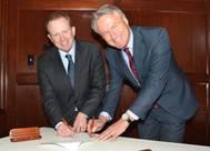 John Parrott, President of Totem Ocean Trailer Express and Björn Rosengren, President & CEO of Wärtsilä Corporation.