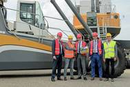 Representatives from Kloosterboer and Liebherr celebrated the official hand-over of the new Liebherr port equipment to handle fruits in Vlissingen (Photo: Liebherr)