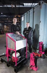 (L-R) Richard Bradley, Finance Director, Dyer Engineering, and Graeme Parkins, Managing Director, Hy-Dynamix with the new Hy-Weigh Container Weighing solution (Photo: Hy-Dynamix)