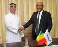 Suhail Al Banna, Chief Executive Officer and Managing Director, DP World Middle East and Africa, and Moulaye Ahmed Boubacar, Minister of Equipment and Transport, the Republic of Mali, during the signing of the concession agreement in Dubai   (Photo: DP World)