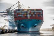APM Terminals Pier 400 Los Angeles has established a new single vessel cargo operations record during the call of the 13,600 TEU capacity Maersk Evora, with a combined total of 24,846 TEUs loaded and discharged over a 128-hour period. (Photo: APM Terminals)