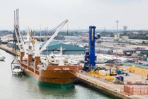 British ports can apply for funding under a new UK government scheme to support infrastructure changes they may need to make in the event of a 'no-deal' Brexit. (Photo: © Adobe Stock / dbvirago)