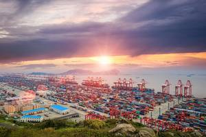 Shanghai is the world's busiest container port (© chungking / Adobe Stock)