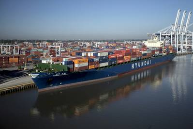 Acontainership delivers cargo at the port of Savannah, GA (CREDIT: GPA)