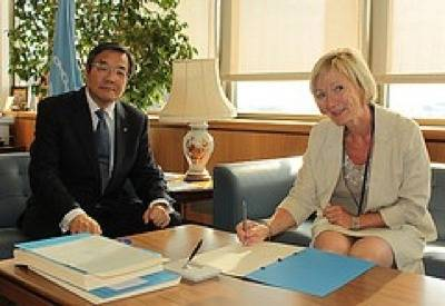 Agreement Signing: Photo credit IMO