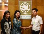 10 April 2014: Halcyon Marine Healthcare Systems Medical Operations Manager, Dr Judy Rivera-Halago and Medical Director, Dr Glennda Canlas congratulate 2/E Edward Nefulda of Anglo Eastern for being the 300,000th PEME under the UK P&I Club PEME Program.