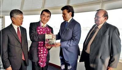 SLPA Chairman Dr. Parakrama Dissanayake presenting a token of goodwill to Minister of Foreign Affairs of Japan Taro Kono while also seen are Ambassador of Japan Kenichi Suganuma and SLPA Vice Chairman P.G. Dasanayake. Photo: Sri Lanka Ports Authority