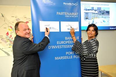 Christine Cabau Woehrel and Ambroise Fayolle sign the €50 million agreement (Photo: Marseille Fos)