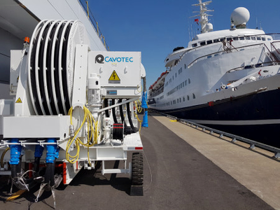 Cruising towards clear skies: the Cavotec AMPMobile unit at Montreal's cruise terminal (Photo coutesy of Cavotec)