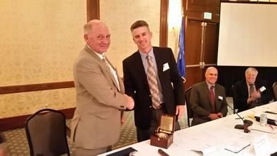 Immediate Past-President Paul Hankins congratulates new ASA President Todd Schauer (Photo: ASA)