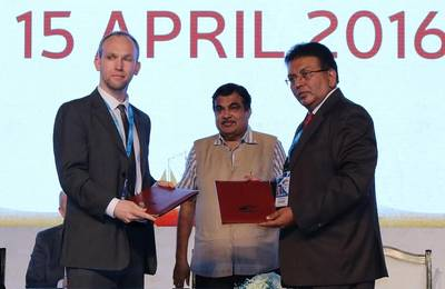 The Institute's Sean Walsh and IMU Vice Chancellor K Ashok Vardhan Shetty signed the MoU in the presence of India's Minister of Road Transport and Shipping Nitin Gadkari. (Photo: ICS)