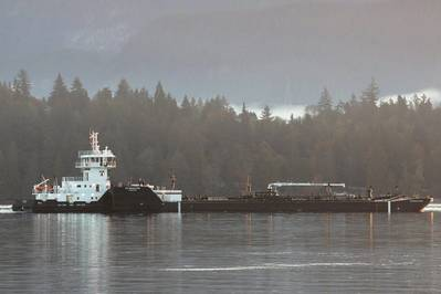 Island Raider / ITB Resolution in Burrard Inlet (photo credit: Carolyn Matt, Island Tug)