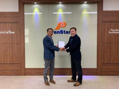Jae-Geun Kwon, Representative Director, PanStar TechSolution Co.,Ltd. (left) and Woo Ho Yoo, General Manager, Services, Wärtsilä Korea,  (Photo: Wärtsilä)