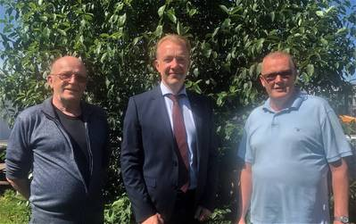 Hans Liewendahl (left), Chairman and Göran Lönn (right), Managing Director of Mälaragent AB with Johan Ehn (centre), Managing Director, GAC Sweden. (Photo: GAC)