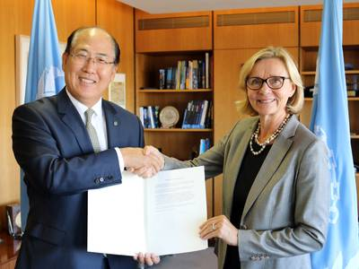 Päivi Luostarinen handed over the country's instrument of acceptance to the Ballast Water Management Convention to Kitack Lim on Thursday, September 8, 2016.