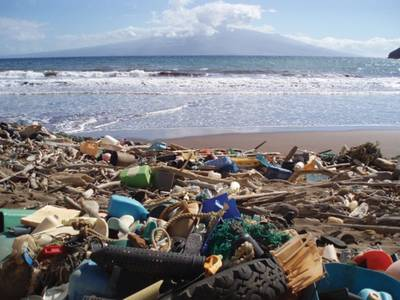 Marine debris in Hawaii has caused the beach to look like a landfill (Photo: NOAA)