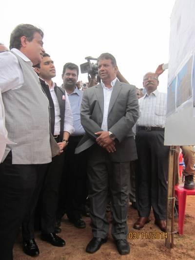 Nitin Gadkari (l) laid the foundation stone