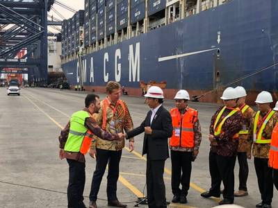 President Joko Widodo meeting CMA CGM staff - Jakarta Port (Photo: CMA GCM)