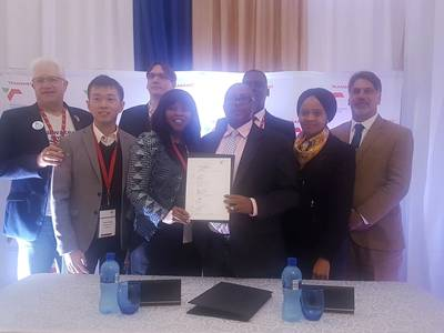 (left to right – Alan Winde, Minister of Economic Opportunities in the Western Cape; Jeffrey Phang, Managing Director of Saldehco; Eric Hennet, Managing Director of Altus France (back); Sophie Masipa, Chairperson of Saldehco; Siyabonga Gama, Transnet Group Chief Executive; Mlamuli Buthelezi, Transnet Group Chief Operating Officer (back); Shulami Qalinge, Transnet National Ports Authority Chief Executive; and Alderman Marius Koen, Executive Mayor of Saldanha Bay Municipality (Photo: TNPA)