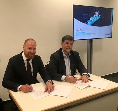 Ronald Spithout, President, Inmarsat Maritime and Hans Ottosen, CEO, Danelec Marine signing the Fleet Data agreement (Photo: Inmarsat)