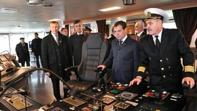 Russian PM Tours Research Ship: Official photo