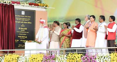 The Sahibganj multi-modal terminal on the River Ganges is now open for business. Indian Prime Minister Shri Narendra Modi inaugurated the new terminal yesterday (September 12, 2019). Also pictured are the Governor of Jharkhand State,Smt. Draupadi Murmu; the Union Minister for Tribal Affairs, Shri Arjun Munda; the Chief Minister of Jharkhand State, Shri Raghubar Das; and the Ministers of State for Agriculture and Farmers Welfare, Shri Parshottam Rupala and Shri Kailash Choudhary, plus other digni