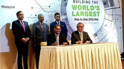 Seated: Dato. Shahrul Amirul (left), Chairman of KA Petra and Mr. Eric Ip (right), Group Managing Director of Hutchison Ports. Standing (left to right): Mr. Anthony Loke, Minister of Transport of Malaysia; Tun Dr. Mahathir Muhammad, Prime Minister of Malaysia; Dato Sri Saifuddin Nasution Ismail, Minister of Domestic Trade and Consumer Affairs of Malaysia. Photo: Hutchison Ports