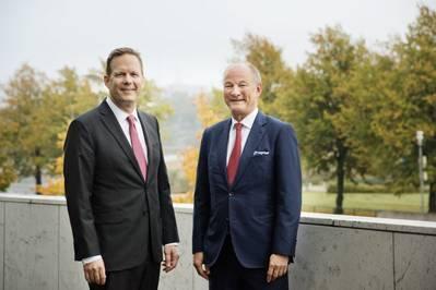 Rob Smith, Konecranes President and CEO, with Mika Vehvilainen, Cargotec CEO (Photo: Konecranes)