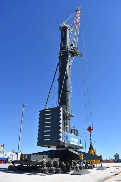A special modified LHM 600 at Port Canaveral marks the largest mobile harbor crane in the U.S. to handle all types of heavy cargo, including space components. (Photo: Liebherr)