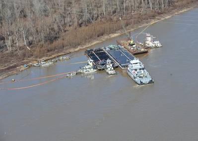 Vicksburg Oil Spill Incident: Photo credit USCG