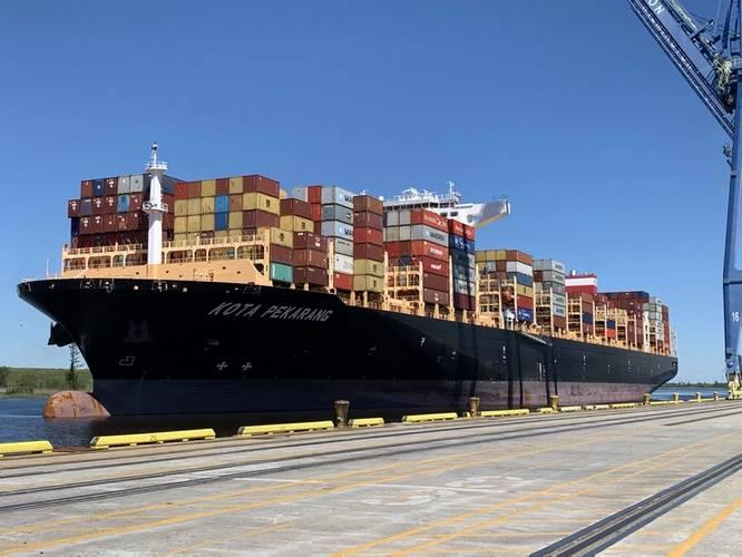 The 12,000 TEU 'Kota Pekarang' Arrives in Wilmington, NC (CREDIT: NC Ports)