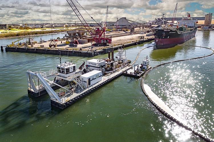 Callen Marine's CSD General Eisenhower in action in the port of Galveston, Texas (CREDIT: Callen Marine)