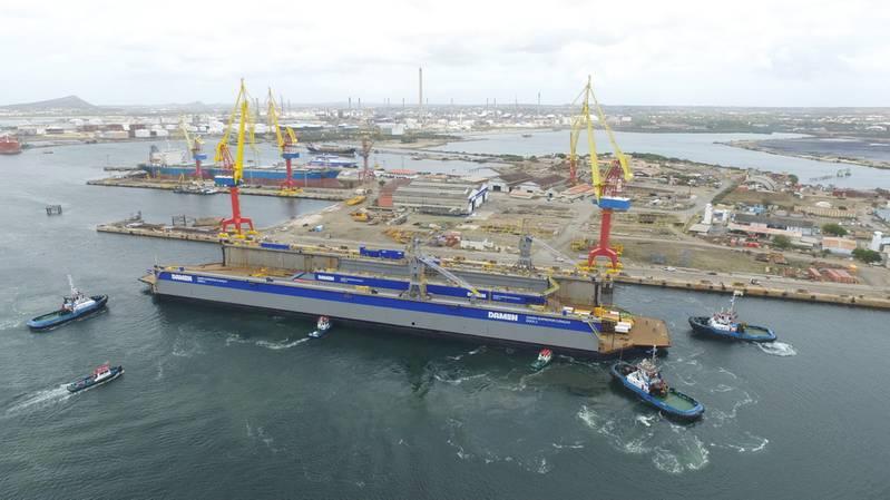 Floating docks arrive at DSCu (Photo: Damen Shipyards)