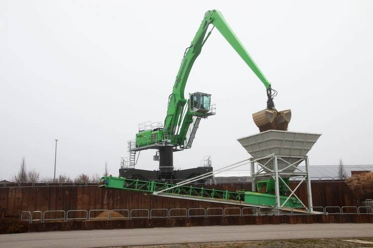 This 870 E Hybrid has a reach of up to 88.5 ft. (27 m) and the SENNEBOGEN Energy Recovery System.