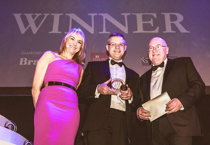 L-R Mersey Maritime Awards - Louise Minchin, awards presenter; David Huck, Port Director, Peel Ports Group and Stuart Ross, Managing Director of the Environmental Network (TEN), sponsor of the Innovation Award 2016.