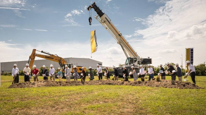 With shovels in hand, Sophie Albrecht, Jan Liebherr, Liebherr USA, Co. Managing Directors, its building partners and government officials broke ground during the ceremony. (Image: Liebherr)