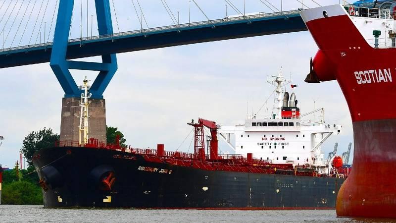 Tankvessel at Port of Hamburg (Photo: Port of Hamburg)